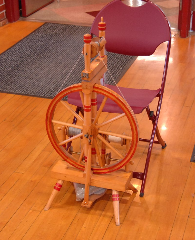 Castle spinning wheel with red rings